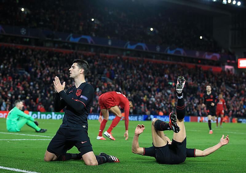 Liverpool pogrążony na Anfield po przepięknych emocjach. I tak naprawdę co z tego...