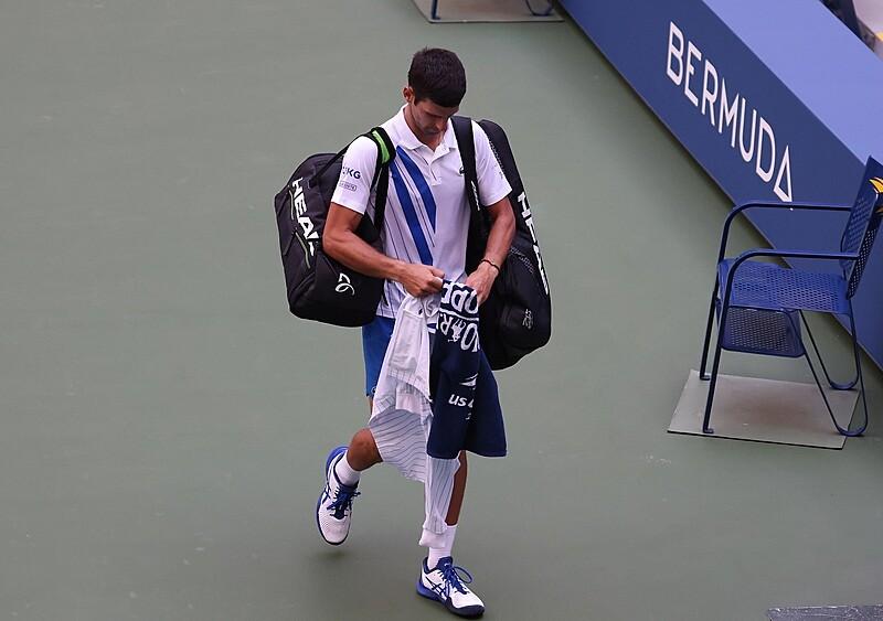 Faworyt wylatuje z dyskwalifikacją, topowy debel z walkowerem. W US Open dzieją się szalone rzeczy