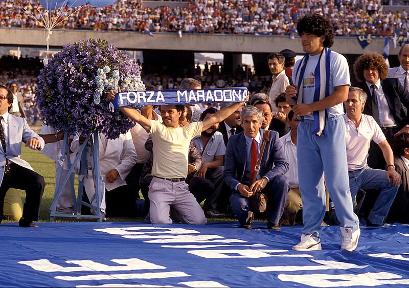 Gdy Maradona grał w błocie dla biednych na wsi pod Neapolem. Smutny epilog historii sprzed 35 lat