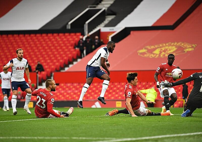 Bez obrony ani rusz. Manchester United, czyli jak ciągle wydawać i mieć nadal te same problemy