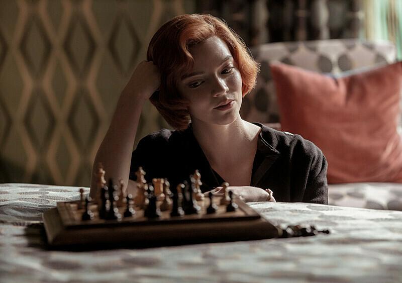 Nigdy nie sądziliśmy, że porwie nas serial o… grze w szachy. A jednak!