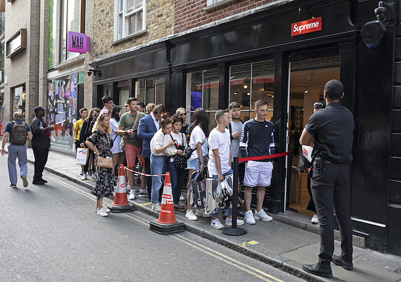 Supreme sprzedane za ponad 2 miliardy dolarów! Kto jest nowym właścicielem jednej z największych marek streetwearowych?