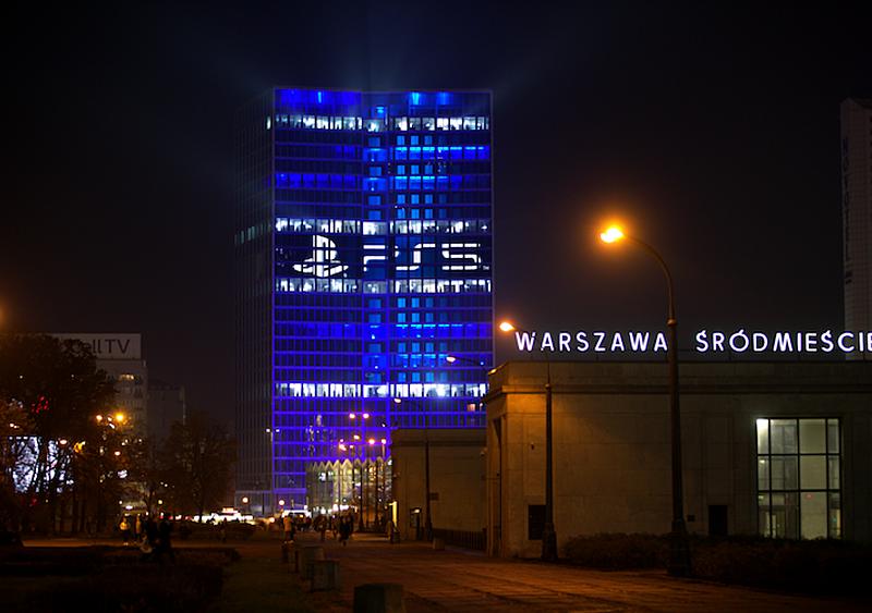 Wizualizacja na biurowcu w samym centrum Warszawy - tak PlayStation 5 wchodzi na polski rynek