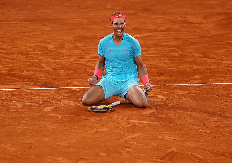 Król mączki dominuje w Paryżu. Niesamowity Rafa Nadal dosięgnął Rogera Federera