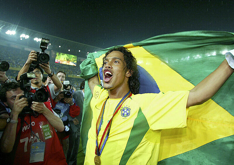 FUTBOLOWA GORĄCZKA #46. Miłość, która pomogła zdobyć szczyty. Jak brat Ronaldinho zastąpił mu ojca