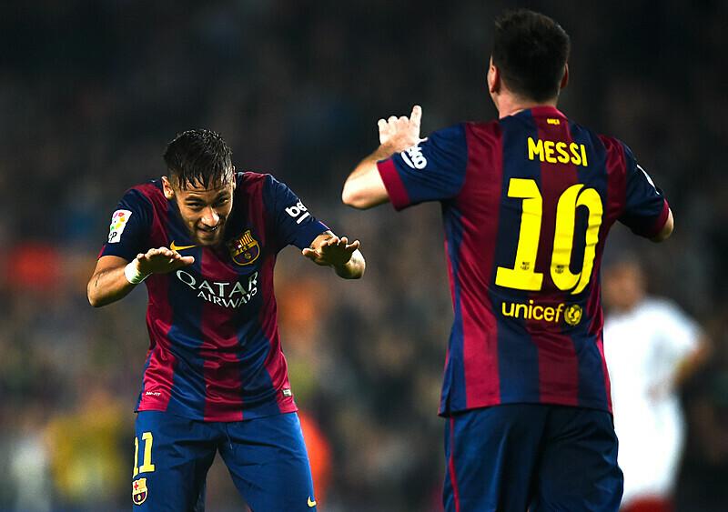 Hiszpania zaraz może stracić dwie największe gwiazdy. A Neymar już zaprasza Messiego do Paryża