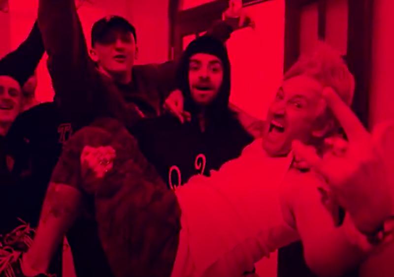 Jest już klip, na którym Kukon, Quebo i Michał Wiśniewski piją wódę i słuchają Ich Troje