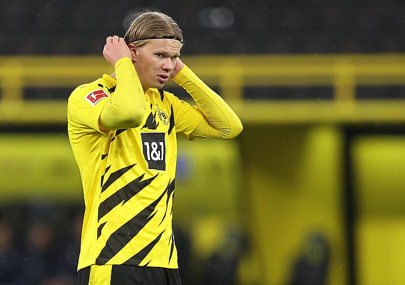 Haalandowi stuknął rok w Dortmundzie. Czy wiemy o nim więcej i co z tą Chelsea?