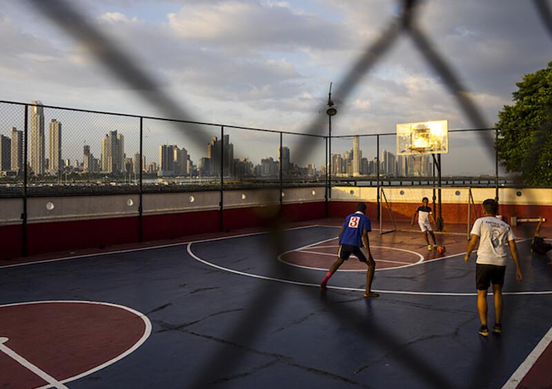 Z podwórek na salony, czyli krótka historia ewolucji koszykówki ulicznej
