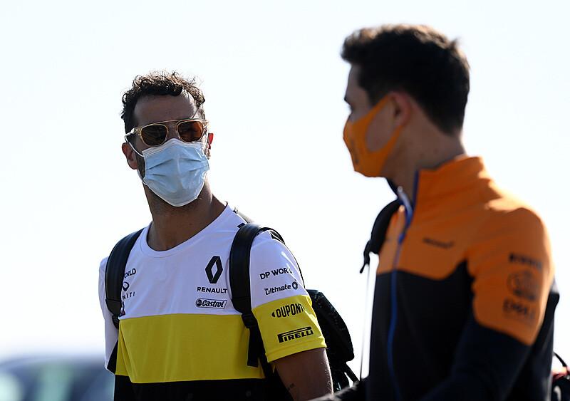 """Dwóch """"śmieszków"""" w pogoni za mistrzostwem? McLaren krok po kroku zbliża się do szczytu"""