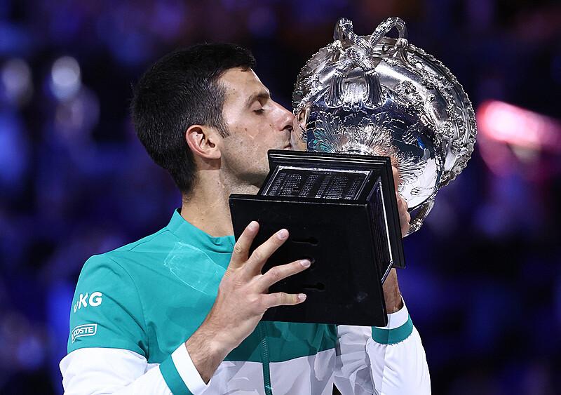 W pogoni za Federerem i Nadalem. Djoković wciąż najlepszy w historii Australian Open