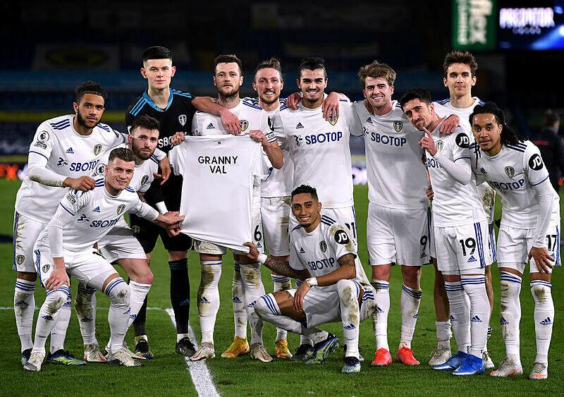 Wszystko dzięki tobie. Poruszający hołd piłkarzy Leeds United dla Babci Val, którą pokochało całe Elland Road