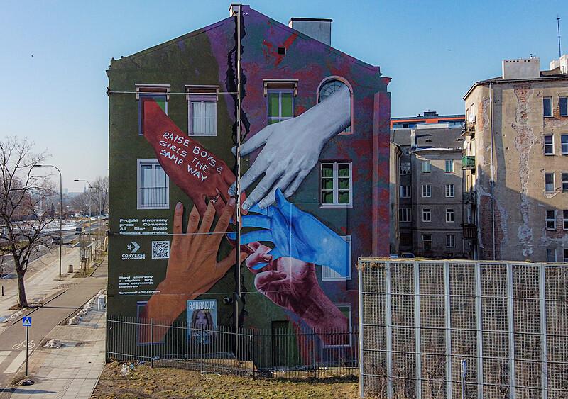 Murale oczyszczające powietrze i nawołujące do równego traktowania? Takie akcje tylko zmarką Converse