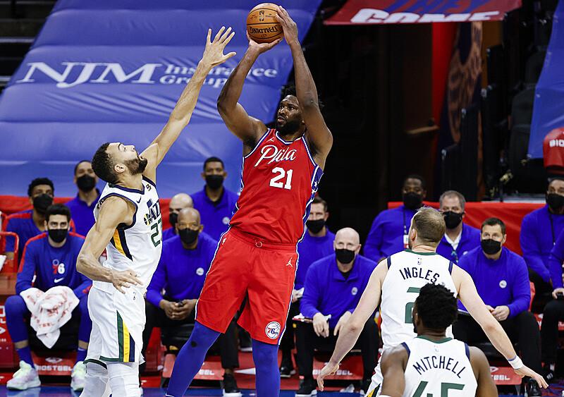 Dotarliśmy do półmetka sezonu NBA. Kto zmierza po nagrody indywidualne?