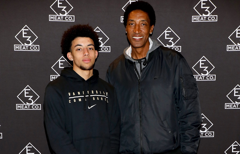 Scotty Pippen Jr. (z lewej) i jego ojciec Scottie Pippen