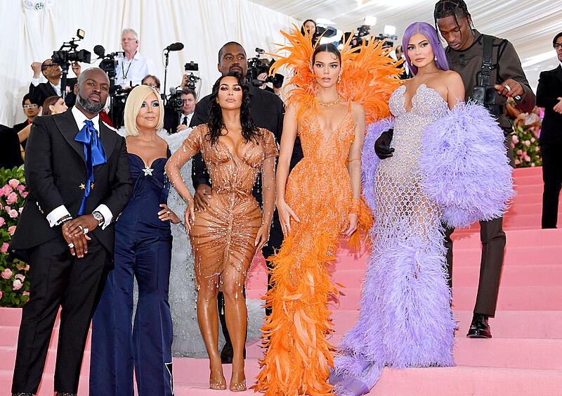 Jak Kardashianom udało się zdobyć szczyt popularności i pozostać na nim przez długie lata?