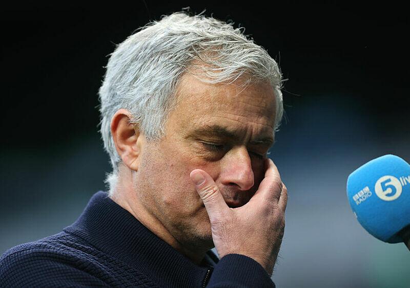 FUTBOLOWA GORĄCZKA #66. Jose, prawie nas wszystkich nabrałeś. Mourinho ma CV i puchary, ale czy będzie miał jeszcze dobrą pracę?