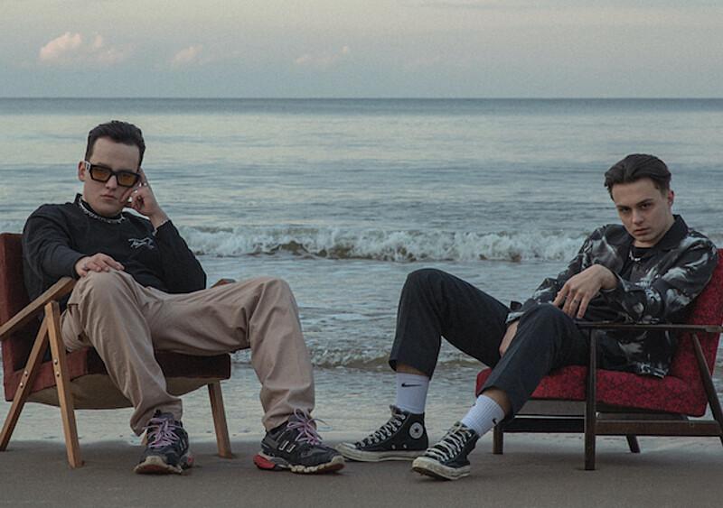 """Fukaj i Kubi Producent próbują ogarnąć """"CHAOS"""". Ruszył preorder albumu, jest też nowy singiel"""