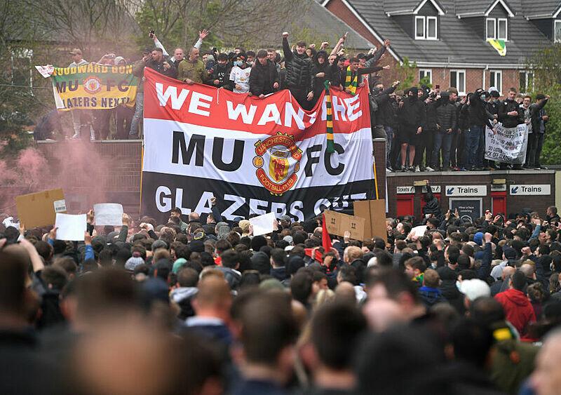 FUTBOLOWA GORĄCZKA #68. Pozbycie się Glazerów z Manchesteru United to na dziś utopia. Ale ten wulkan będzie wybuchał coraz częściej