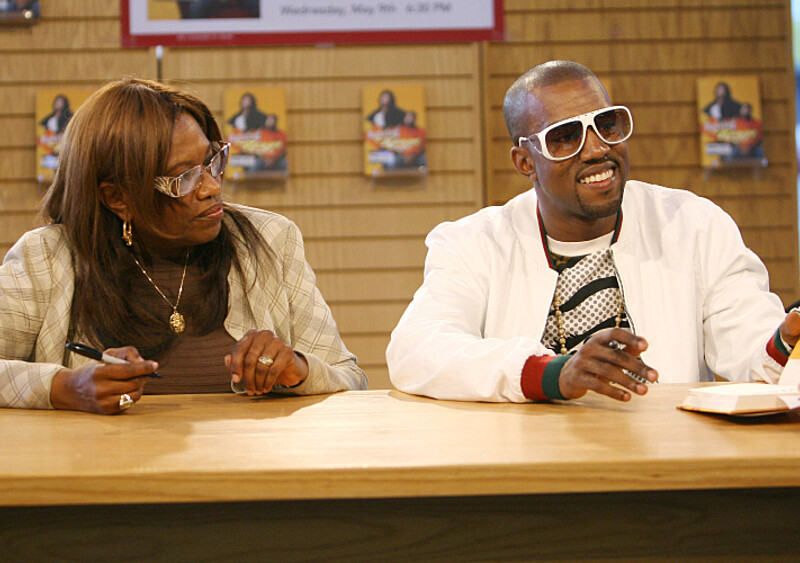 Kanye West w ogniu. Chce stworzyć serwis streamingowy i teasuje singiel poświęcony... matce