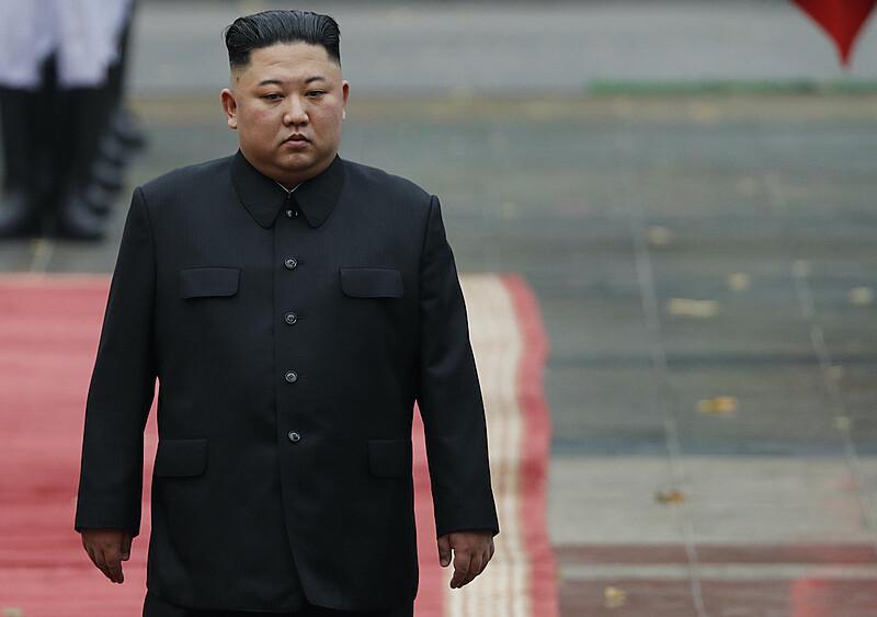 Korea Północna zakazuje noszenia… obcisłych jeansów. Bo promują kapitalistyczny styl życia