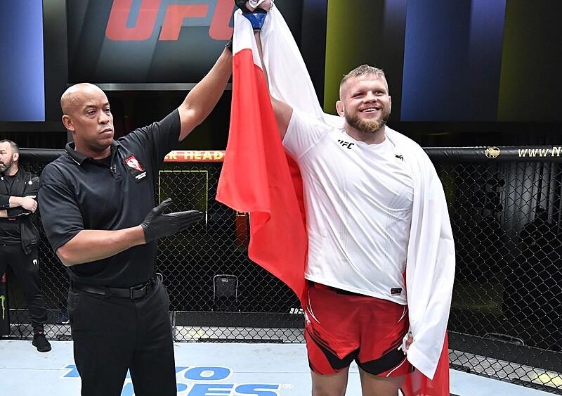 Rollercoaster w oktagonie i piąte zwycięstwo z rzędu. Marcin Tybura atakuje szczyty wagi ciężkiej UFC