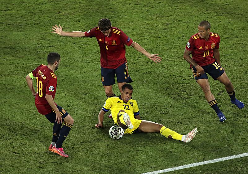 Mistrzowie podań, pressingu i nieskuteczności. Na co przygotować się w meczu z Hiszpanią (ANALIZA)