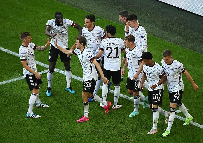EUROnewonce #9. Nigdy nie skreślaj Niemców. Nigdy. Tymczasem w Anglii pierwsze drgania wulkanu