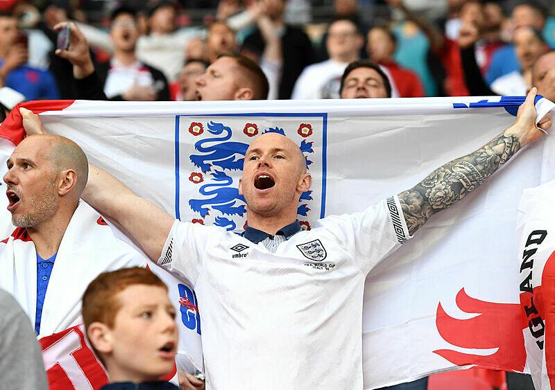 EUROnewonce #12. Wielka piłka to i wielkie przywileje. Wembley zrywa kaganiec covidowych restrykcji