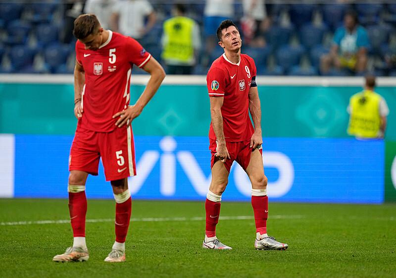 Wepchnięci w szaleństwo żegnamy się z Euro. Kolejny rozdział martyrologii polskiej piłki (KORESPONDENCJA)