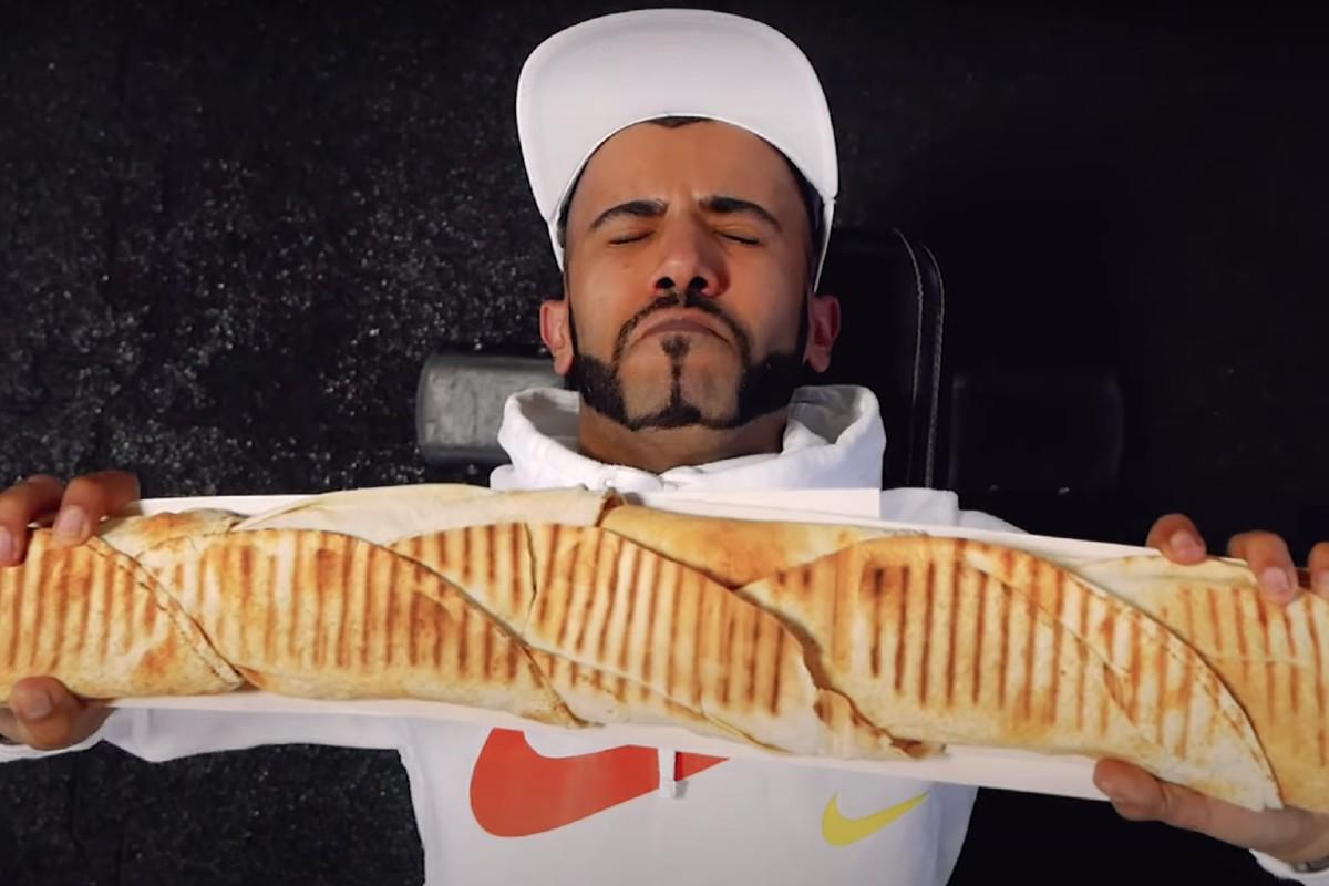 kadr z klipu Król Ali Baba - Król Kebabów