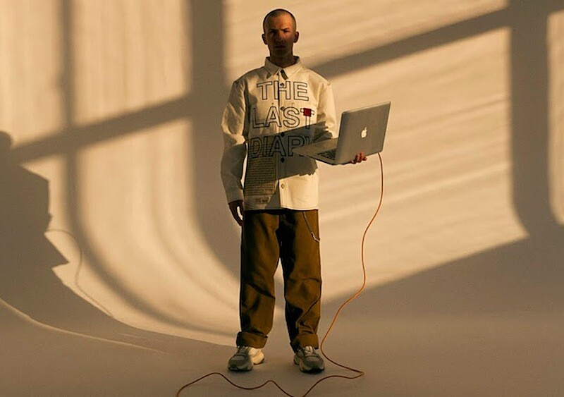 Zulu Kuki przedstawia ostatni pamiętnik z Ziemi w postaci koszuli Carhartt WIP custom