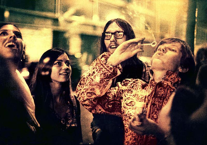 Hipisi, jazzmani, LSD i... FBI. Krótka historia związków psychodelików i polityki